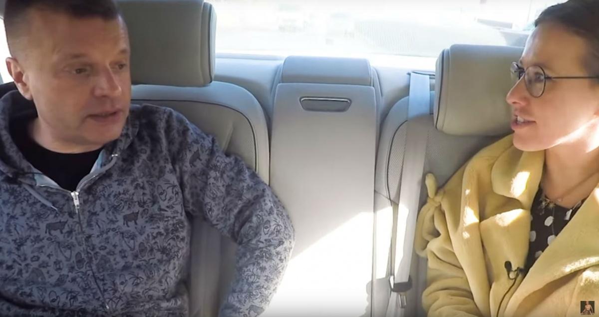 Журналисты обсудили Монеточку, когда ехали в машине