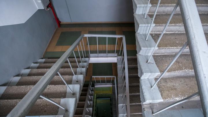 На юрфаке СФУ студент сорвался с лестницы и пролетел 3 этажа