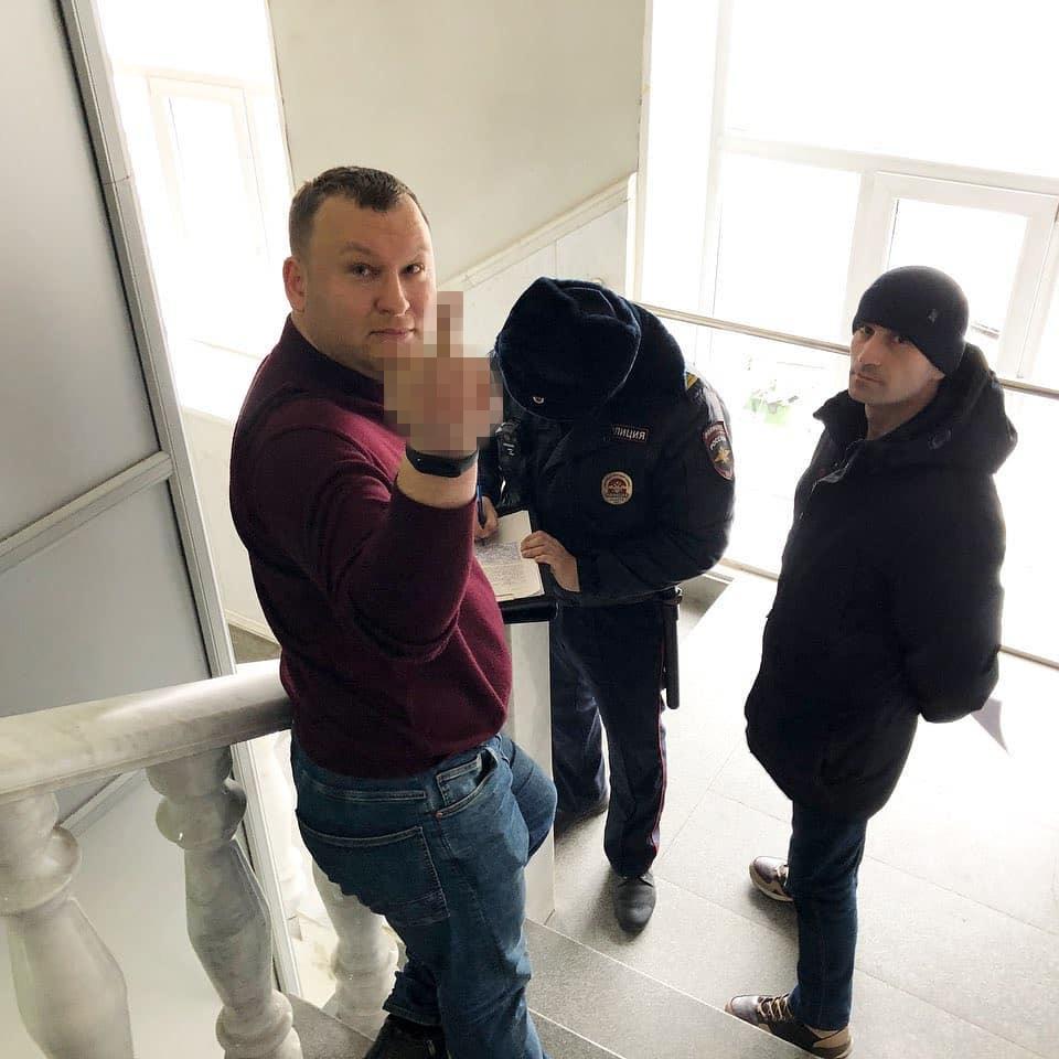 Общественник Александр Лебедев рассказал, кому адресовал сей жест