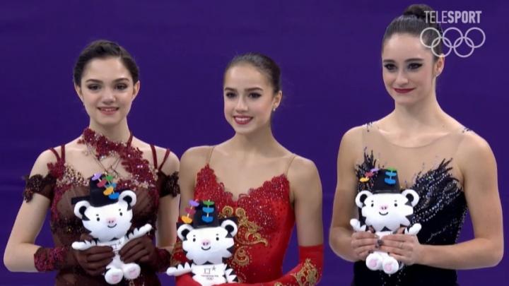 Дуэль на льду: фигуристки Алина Загитова и Евгения Медведева завоевали две медали на Олимпиаде