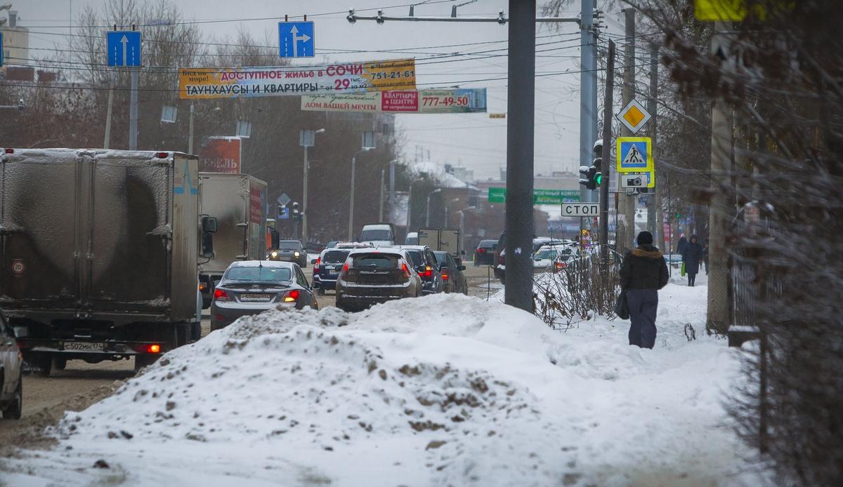 Большие пробки из-за мокрого снега могут сковать Челябинск уже сегодня вечером