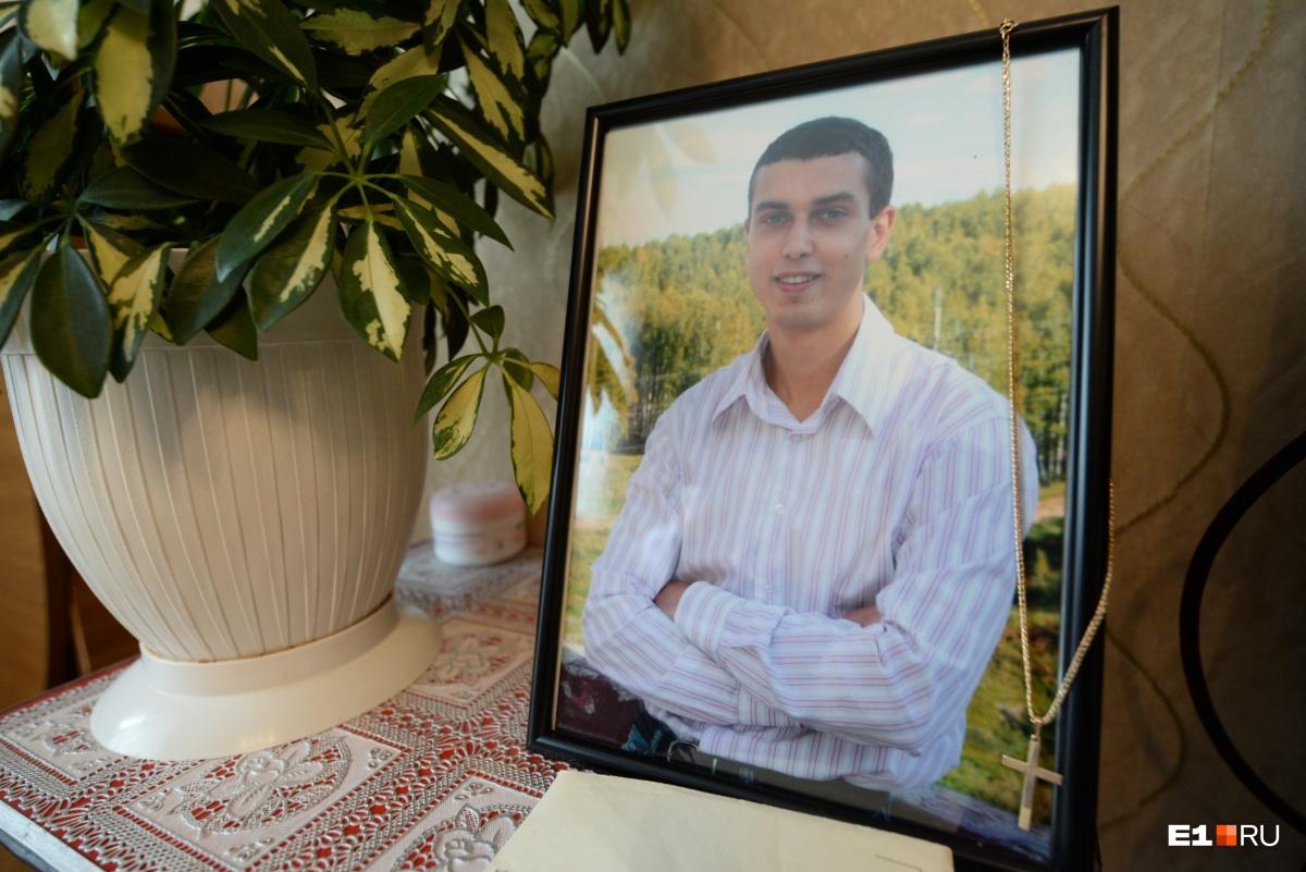 Александр Вдовин — 27-летний инженер Синарского завода. Ему не сделали простого анализа крови и не заметили осложнения
