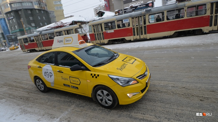 С карты екатеринбуржца списали 40 тысяч рублей за чужие поездки на такси