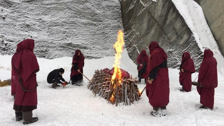 «Наш лидер погибает, мы его сжигаем»: на Тальковом камне сняли клип про древних монахов