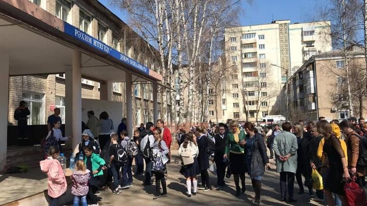 В школе Уфы распылили баллончик: пострадали 13 учеников