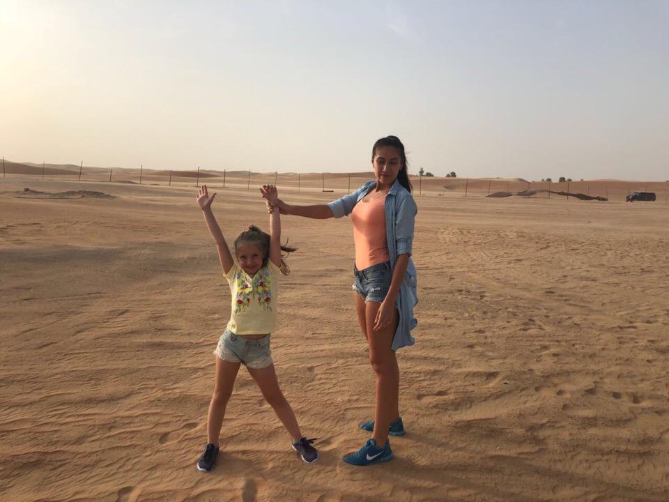 Закатное солнце и горячий песок — в этом есть своя прелесть