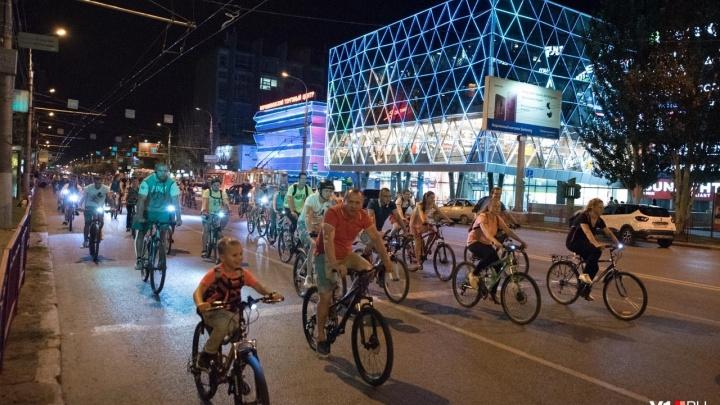 Двухколесные участники ночного волгоградского велопарада поедут в электричках без билетов
