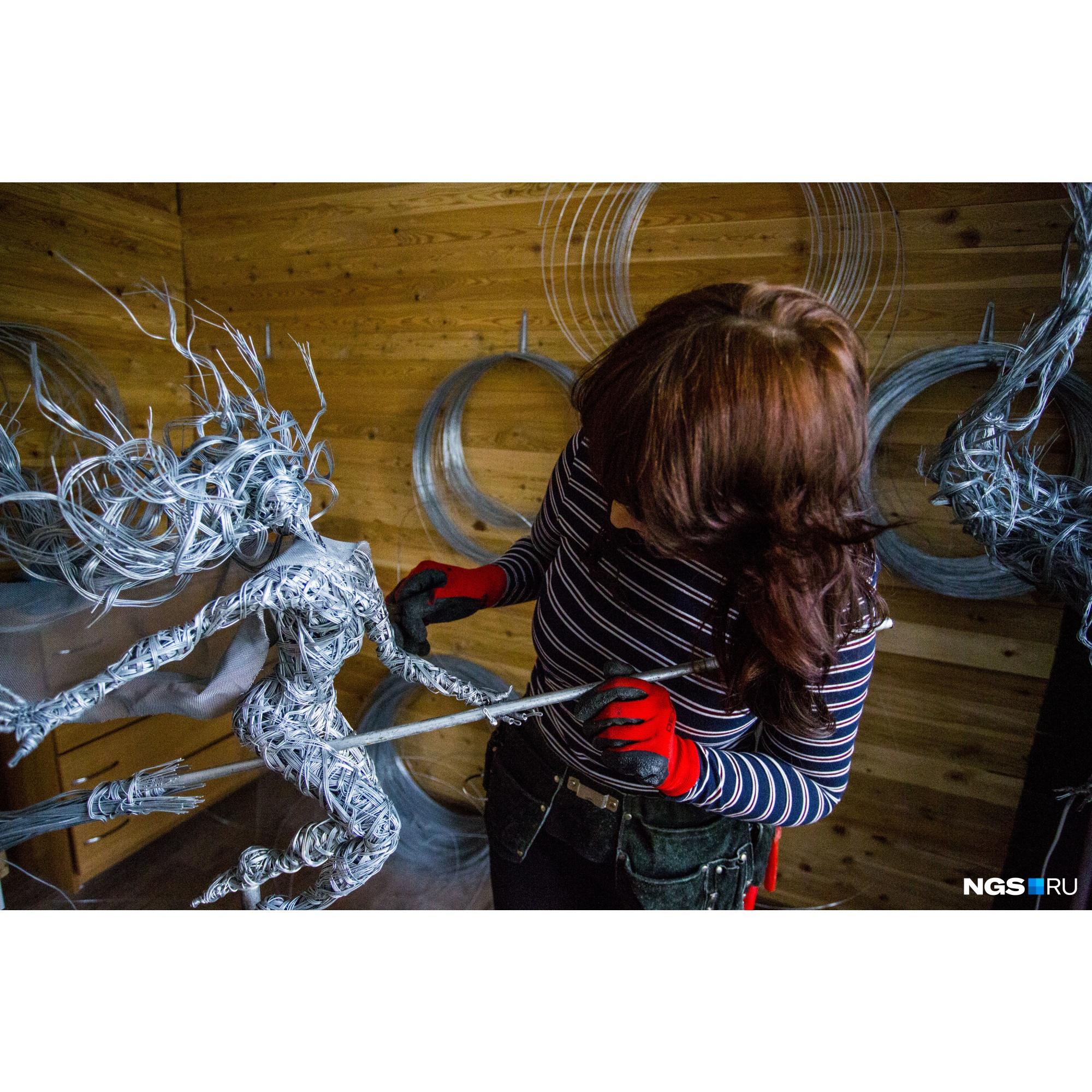 Одна из фигурок сейчас украшает парк «Слабо?!» в Заельцовском бору