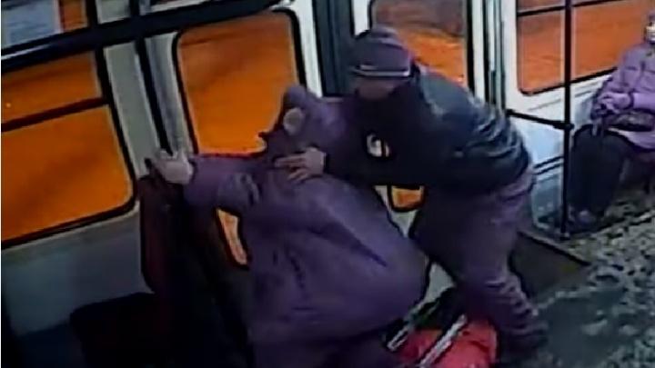 Почти сотня раненых: камеры наблюдения сняли, как уральцы падали в автобусах и трамваях в 2019 году