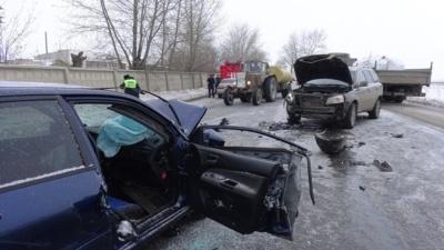 На свердловской трассе женщина-водитель Volvo отвлеклась на телефон и устроила смертельную аварию