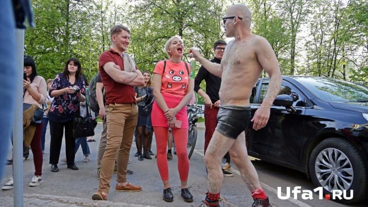 Уфимский художник Евгений Севастьянов продолжает эпатировать публику