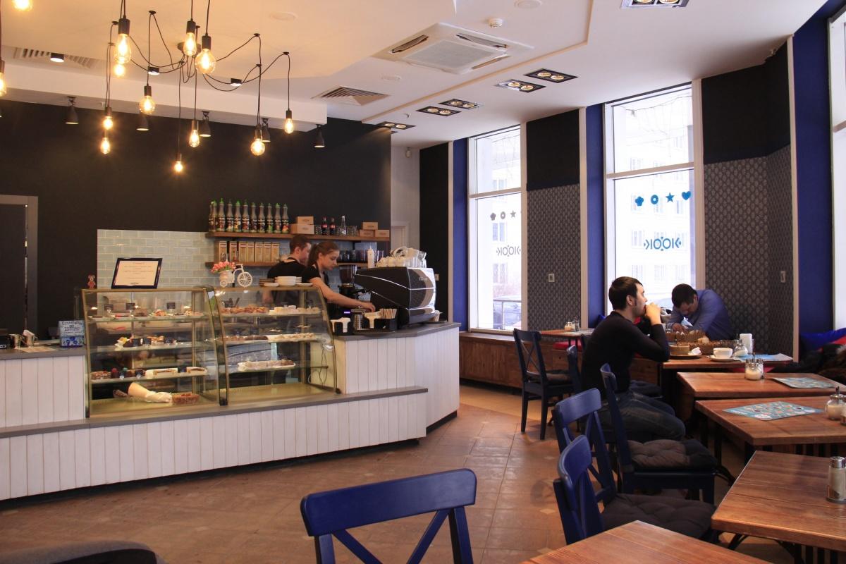 В зале нового кафе