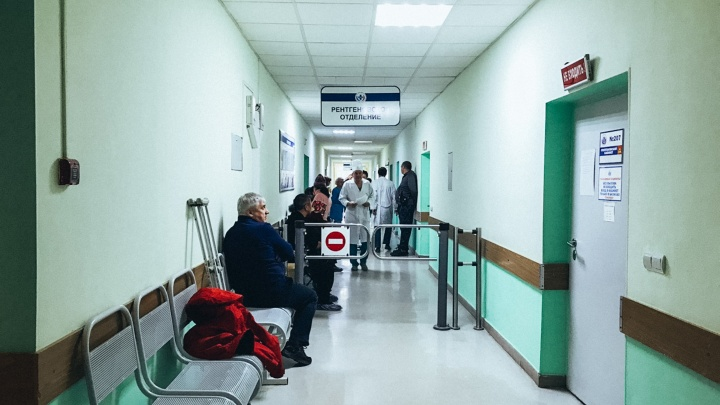 Омский медцентр объявил поиск врачей на зарплату от 30 тысяч рублей