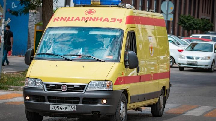 В Новочеркасске легковушка столкнулась со скорой: пострадал ребенок