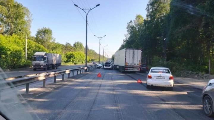 На Бердском шоссе из-за аварии растянулась 7-километровая пробка