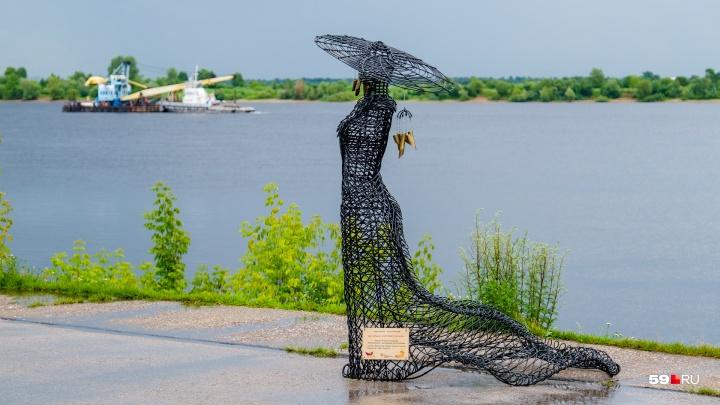 На набережной в Закамске появились арт-объекты. Откуда они взялись?