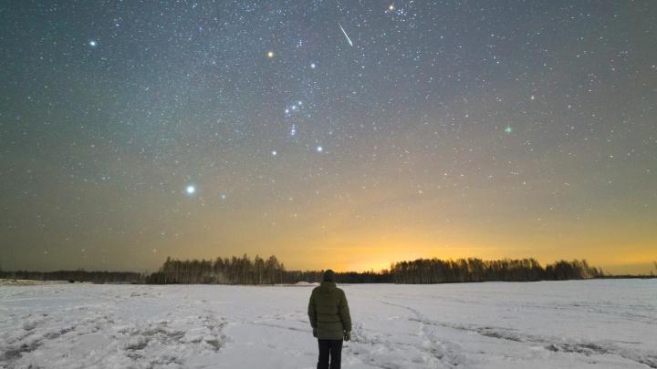 Шестиметровый снеговик-гигант и яркие метеоры: выбираем лучшее фото декабря на Е1.RU