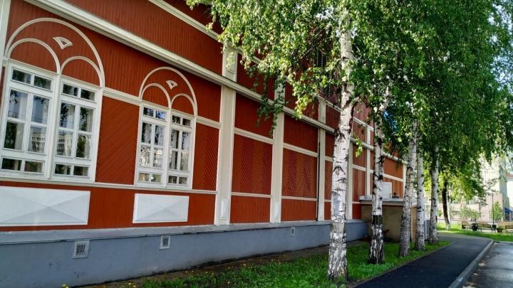 В Кургане в доме барона Розена ремонтным бригадам удалось сохранить уникальную лепнину и фрески