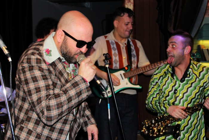 Дмитрий Наумов на секретном концерте «Биртмана»в новосибирском баре «Открой рот»