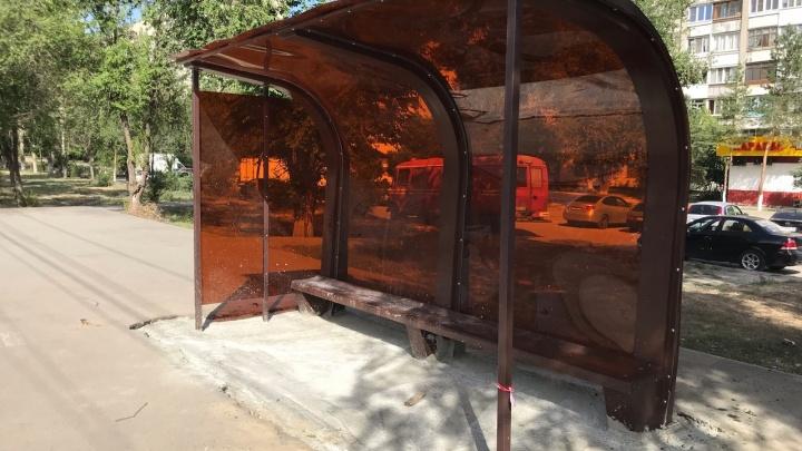 «Лежавшие тут бутылки как бы намекали»: очередная «мемная» остановка появилась в Волгограде