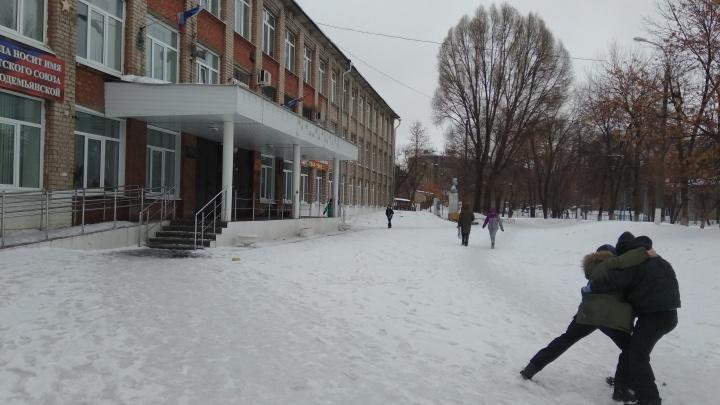 «Моего сына ударил взрослый мужчина»: жительница Самары заявила о конфликте у школы