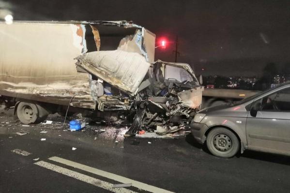 Машины столкнулись на перекрёстке Костромского шоссе и улицы Ивановской