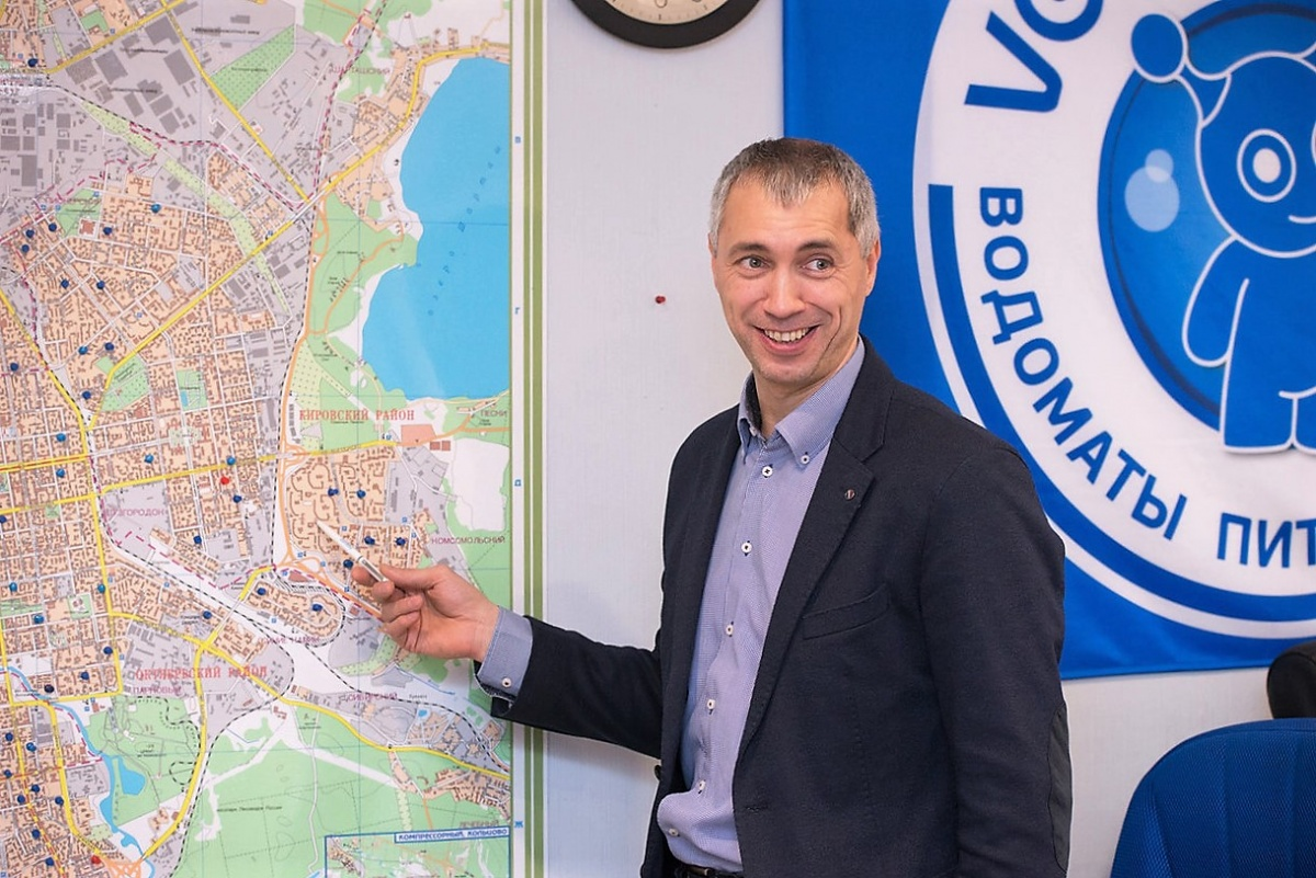 Планируется, что к концу 2018 года в Екатеринбурге в каждом микрорайоне в шаговой доступности можно будет набрать чистую воду в VODOROBOT