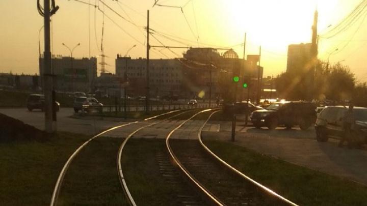 «Нет напряжения»: у «Таганского ряда» остановилось движение трамваев