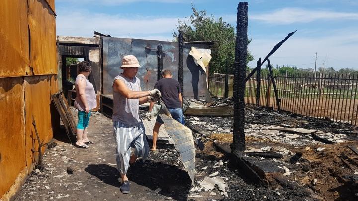 Лошади до сих пор в страхе: на месте сгоревшего конноспортивного клуба в Волжском останется пустырь