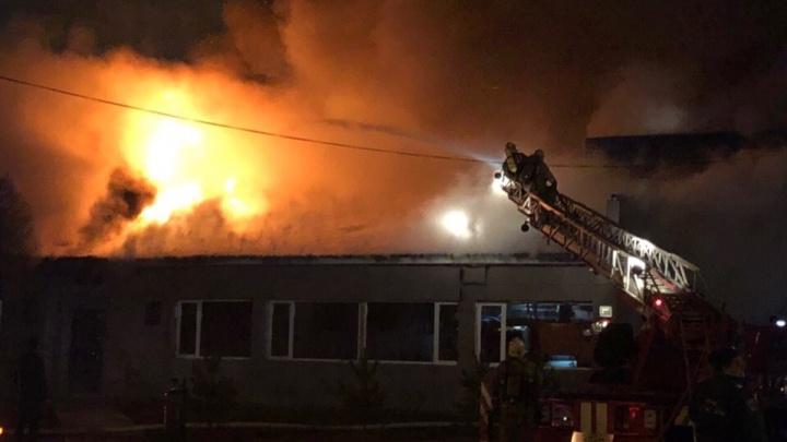 Напротив здания пенсионного фонда в Ярославле вспыхнул пожар