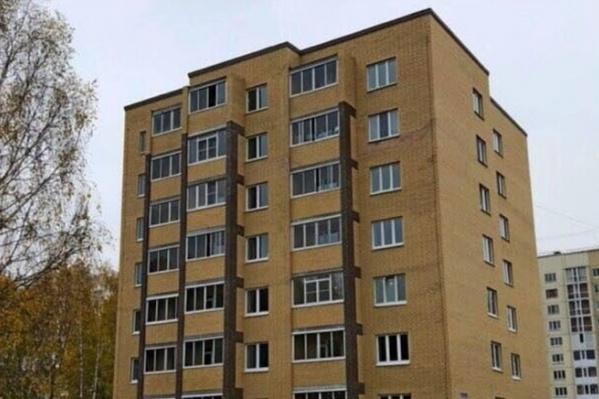 Тоболяков просят либо заплатить за квартиры еще раз, либо выселяться. Но с таким положением дел никто не согласен