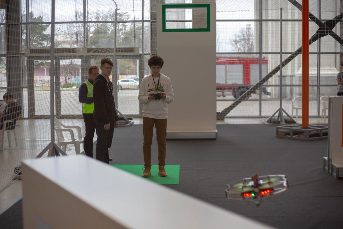 Соревнования дронов считаются одними из самых сложных