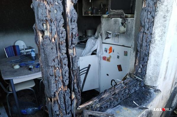 В МЧС предполагают, что пожар начался из-за прилетевшего в окно окурка