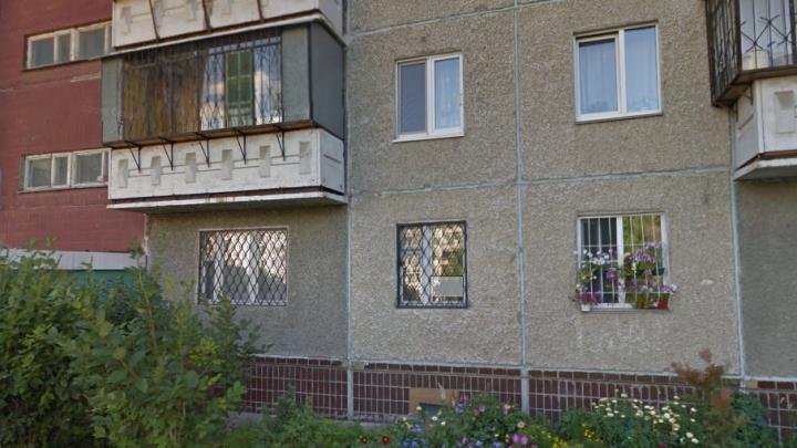 Челябинец спас от грабителя женщину с ребёнком в подъезде многоэтажки