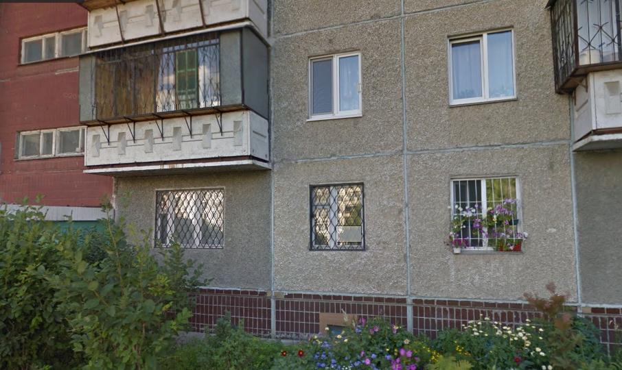 Грабитель напал на женщину в подъезде дома № 69а на Комсомольском проспекте