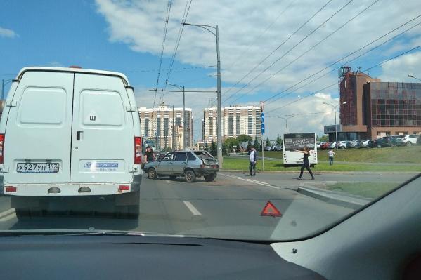 Из-за аварии на шоссе образовалась пробка