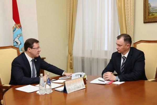 Дмитрий Холин (справа) согласился побороться за пост мэра