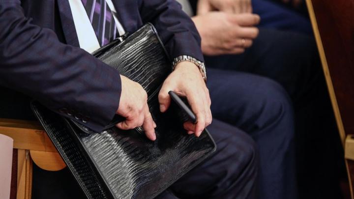 Прибавка от Медведева: чиновникам и военным повысят зарплату впервые за четыре года