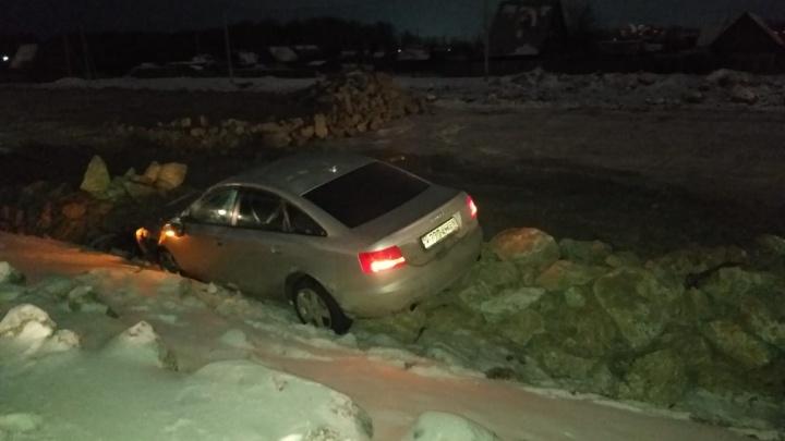 Водитель Audi устроил массовое ДТП на ЕКАД. Публикуем видео побега виновника с места аварии