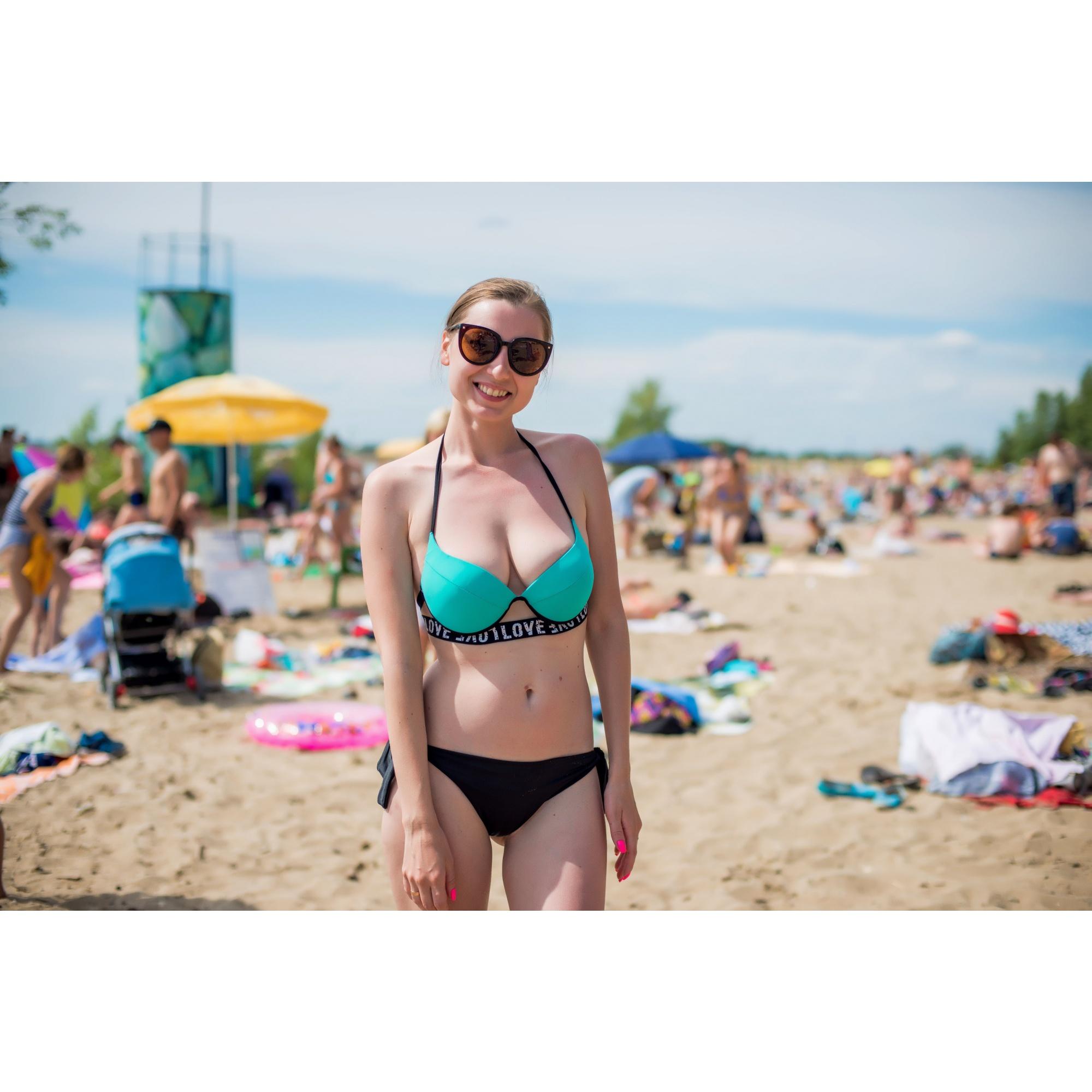 Большинство городских пляжей сделали парковку платной— стоит она от 100 до 300 рублей