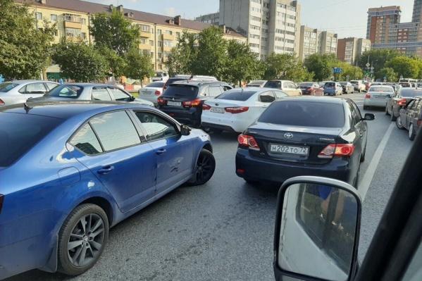Тюменцы жалуются, что проводят в заторе и утром, и вечером по несколько часов