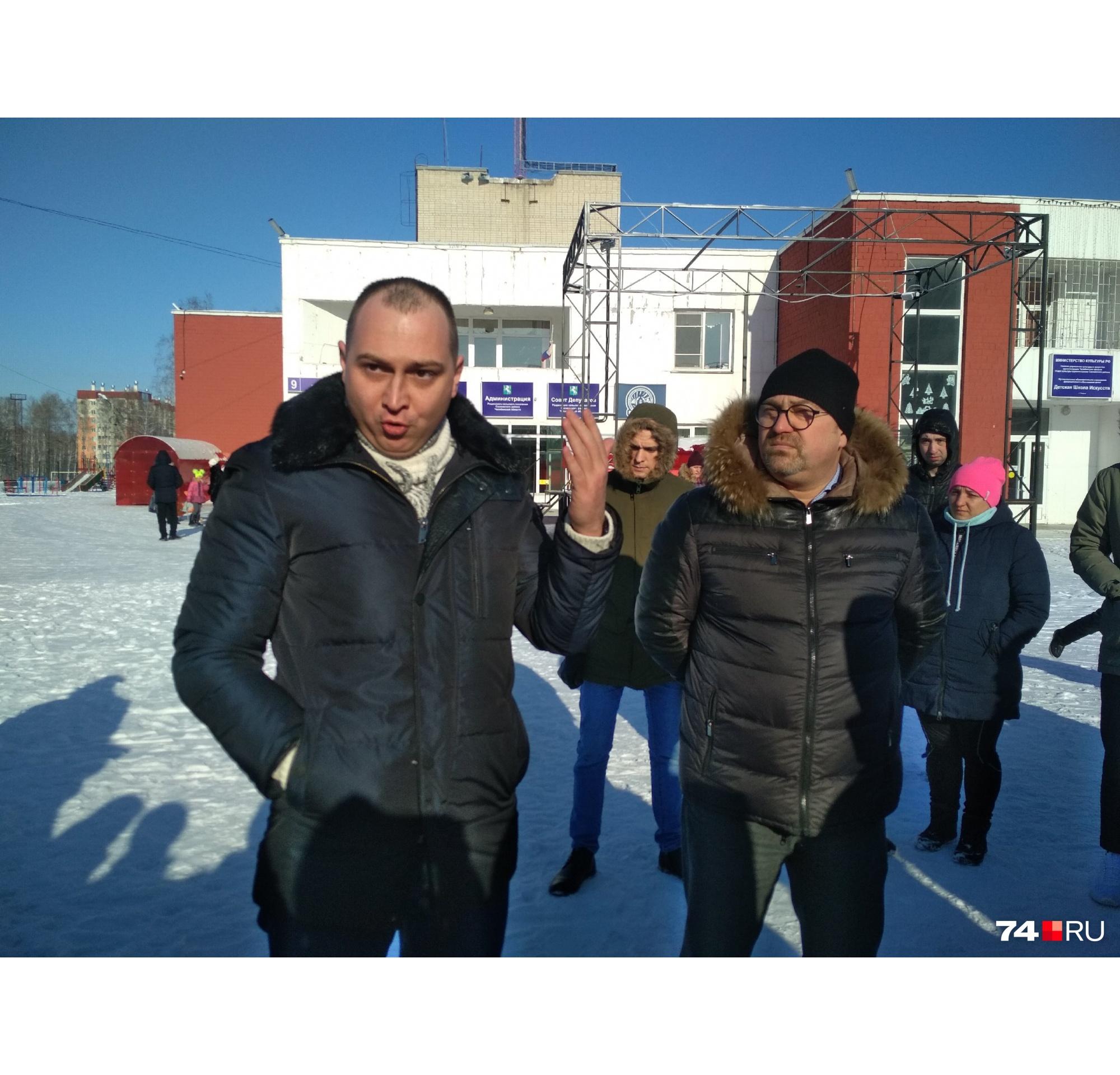 Антон Громыко (на фото слева) уже охрип от споров