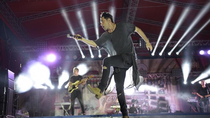 «Что может быть важнее свободы? Только любовь!»: в Омске прошел концерт Дана Балана