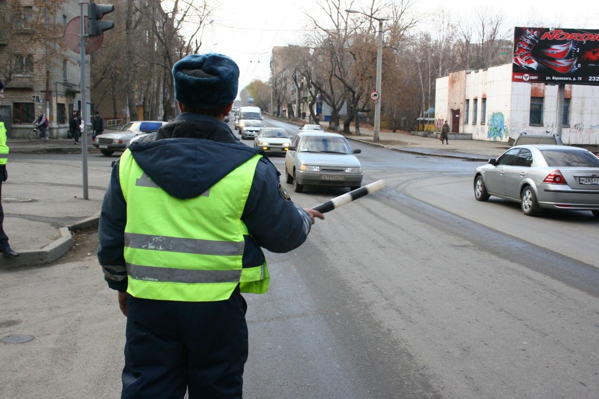 Полицейский не ожидал удара от человека, попавшего в аварию