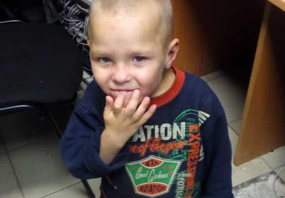 Полицейские выяснили, ктоявляется матерью найденного на Блюхера трёхлетнего мальчика