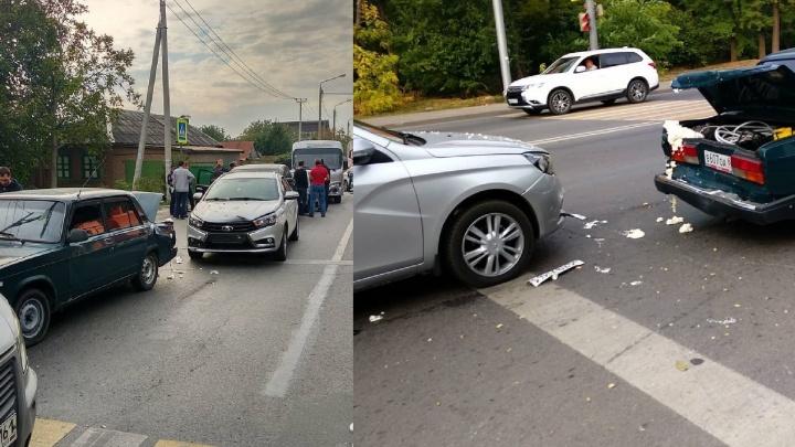На улице Панфиловцев столкнулись семь машин