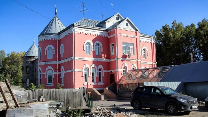 «Долина нищих»: гигантские коттеджи, деревенские домики и брошенные дворцы