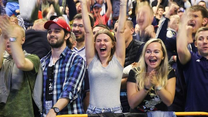За наших! Как омские болельщики смотрели трансляцию матча сборной России