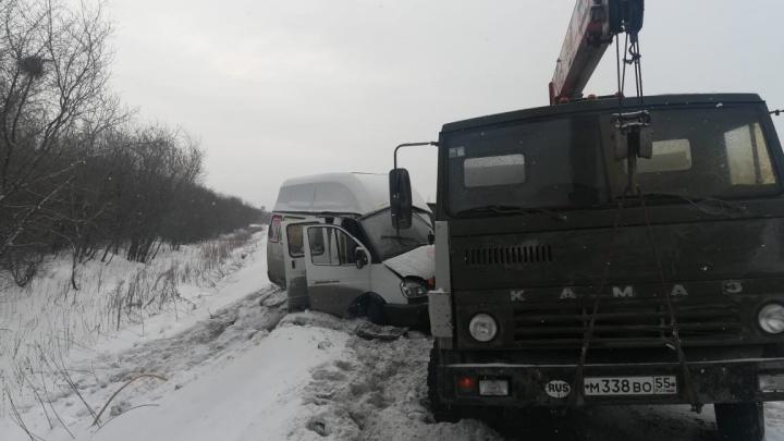 Количество пострадавших после столкновения КАМАЗа с маршруткой выросло до 15 человек