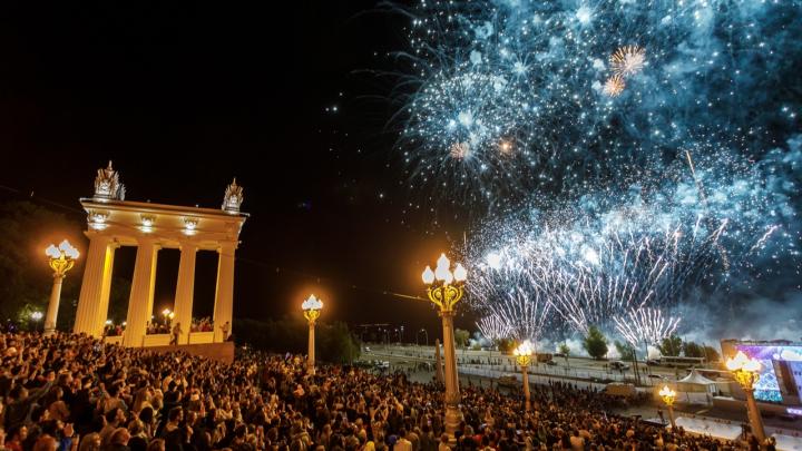 Ёлка, Дмитрий Дюжев и салют: всё о втором дне празднования дня города в Волгограде